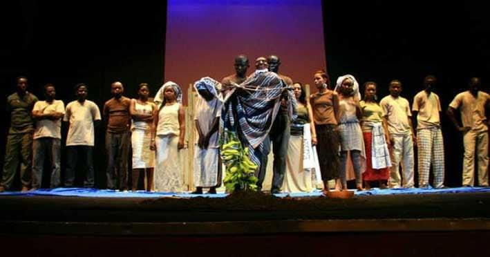 Historia del Teatro Latinoamericano-historia en una obra