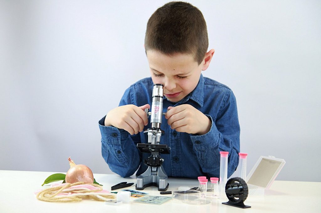historia del microscopio niño