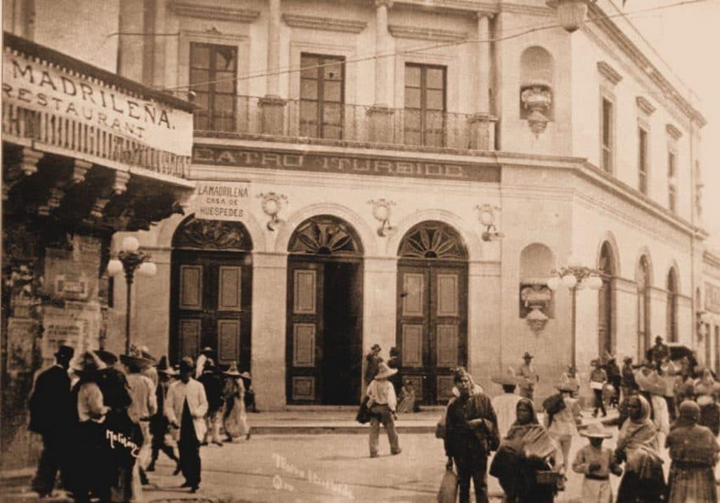 historia del teatro mexicano, presentación