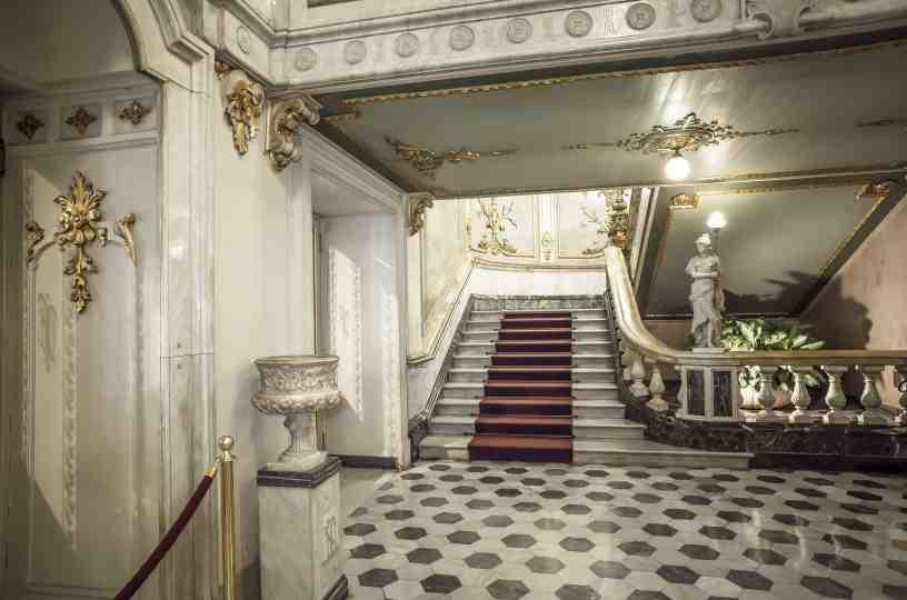 historia del teatro nacional de Costa Rica: escaleras