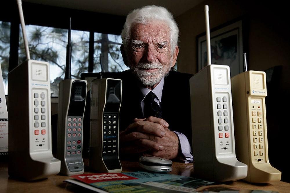 Historia del primer teléfono celular y su evolución