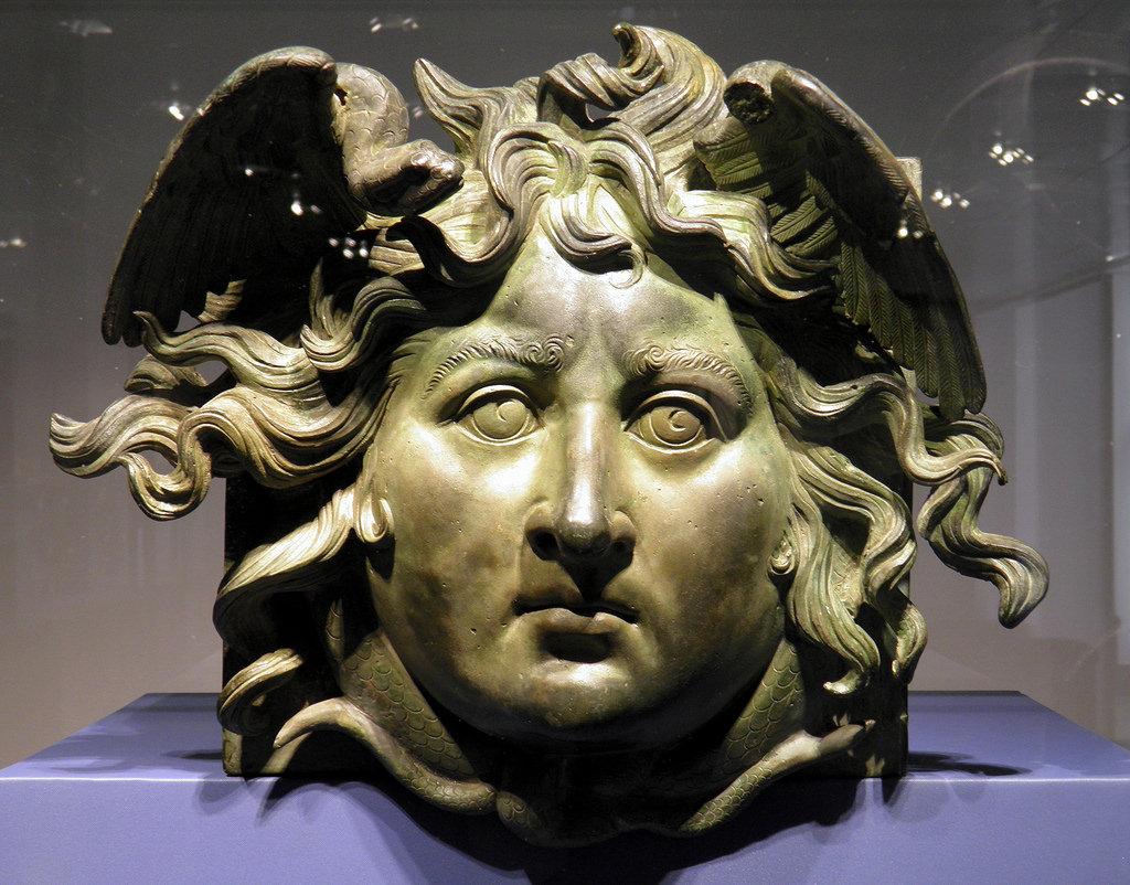 Historia de Medusa-estatua de medusa