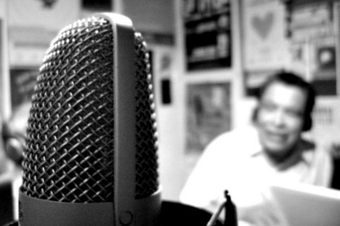 historia de los medios de comunicaión radio