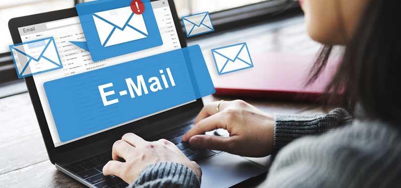 hisoria de los medios de comunicación correo electronico